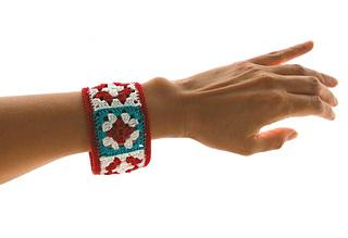 Not_granny_s_bangle_bracelet_by_celina_lane__simplycollectiblecrochet__2__small2