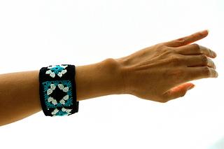 Not_granny_s_bangle_bracelet_by_celina_lane__simplycollectiblecrochet__3__small2
