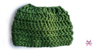 Super_bulky_messy_bun_hat_crochet_pattern__celina_lane__craftcoalition