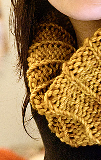 Simple Ribbed Cowl pattern by Orange Flower Yarn