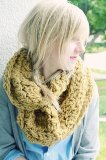 Geraldine_circle_scarf_small2