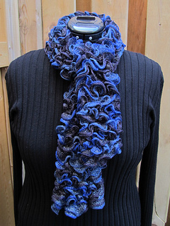 Frill_scarf_blue_1_small2