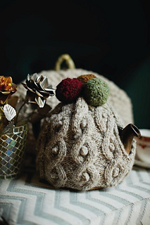Snowball_and_moss_tea_cosy_small2