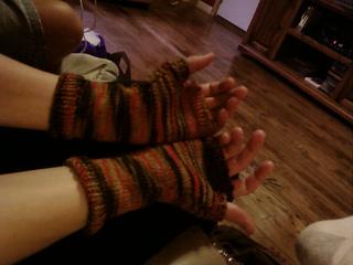Fingerless_gloves1_small2