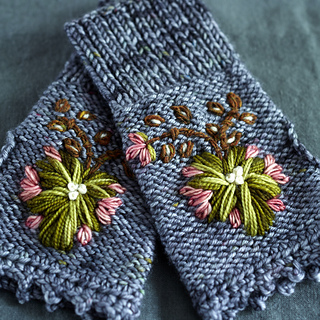 Rosemaling_mitts_by_dottie_angel_from_loop_s_10