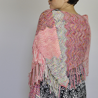 Chevronfringeshawl_fo_03_small2