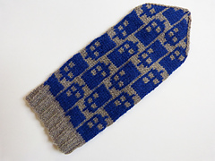 Policebox_mittens_01_small