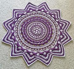 Ravelry radiance floor rug pattern by shelley husband - Tappeto mandala ...