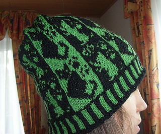Cats_and_stripes_beanie4_small2