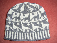 Howling_wolves_beanie_small