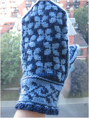Lilac_mittens_1_small