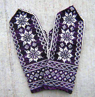 Purple_lotus_mittens_small2