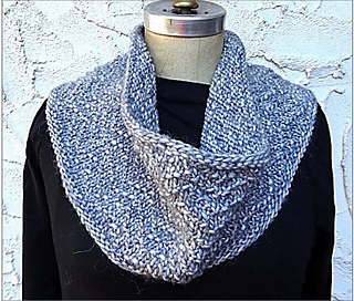 Goa_chevron_cowl_on_manikin_small2