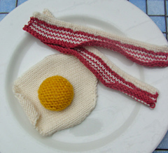 Knitted_bacon___egg_small