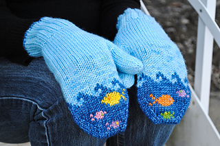 Fish-in-the-sea-mittens_small2