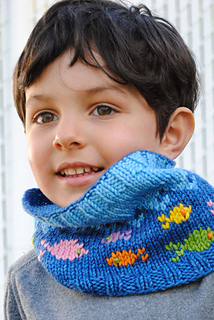 Fish-in-the-sea-cowl-knitting-pattern_small2
