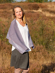 Heather-breeze-shawl-by-fiona-alice-for-natures-luxury-_mg_3735_small