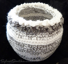 Sylver_santika_crochet_planter_sabbath_rest_flower_pot_white_grey_small