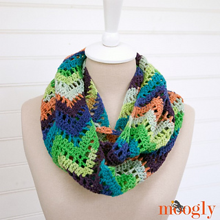 Chevron-lace-infinity-scarf-ravelry_small2