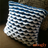 Reversible_ruffle_pillow_square_small_best_fit