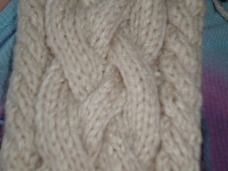 Cable_braid_scarf_1_small2