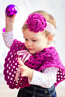 Ravelry: Poncho to fit toddler to XL adult pattern by
