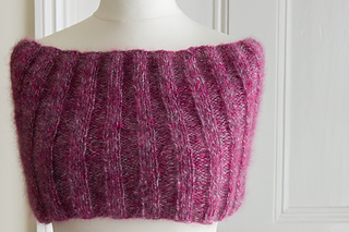 The_3_rib_cowl__over_shoulders_small2