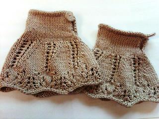 Tulip Cuffs pattern by Jennifer Lysen