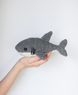 You Can Crochet A Baby Shark Mask and The Entire Family Needs One | 320x264