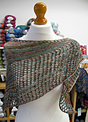 Super_eyelet_shawl_side_small