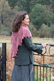 Ysolda_shawl_portrait_-_11_small2