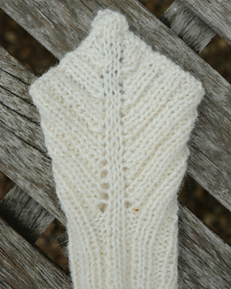 Alexis_gloves_flat_image_purl_alpaca_small2