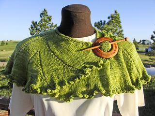 Plissados_front_shawl-pin_s_small2