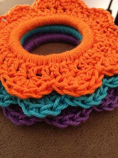 Crochet_flower_tie_small2