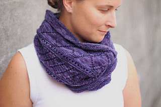 Diamond Ring Cowl