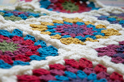 Circle_centre_granny_square_blanket_small_best_fit
