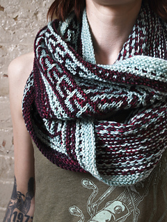 Mosaic_cowl_long_closeup_small2