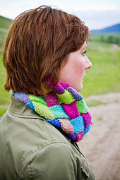 Entrelac_cowl_photo_of_shasta_small_best_fit