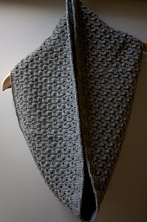 Hourglass Cowl pattern by Leslie Weber