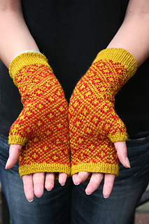 Endpaper Mitts pattern by Eunny Jang